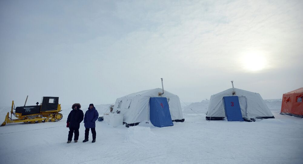 Opening the North Pole 2015 drifting station in the Arctic Ocean