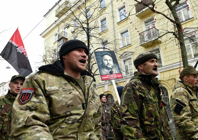 Right Sector extremists on Monday invited the Ukrainian Armed Forces for joint military drills where they will teach recruits their tactics and share their experiences.
