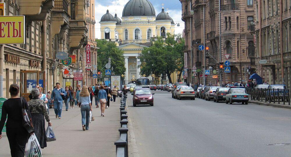 People walking along Liteiny Prospekt in St. Petersburg