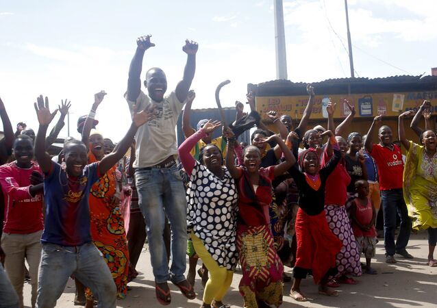 People celebrate in a street in Bujumbura, Burundi, May 13, 2015.