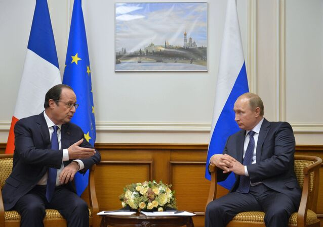 Russian President Vladimir Putin, right, and French President Francois Hollande