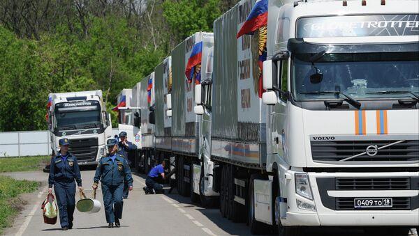 Humanitarian aid convoy in Rostov Region prepares to depart for southeastern Ukraine - Sputnik International
