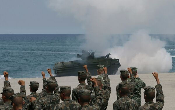 Philippine Marines cheer as a U.S. Navy AAV (Amphibious Assault Vehicle) storms the beach during a combined assault exercise facing one of the contested islands in the South China Sea. - Sputnik International