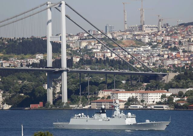 Chinese People's Liberation Army (PLA) navy frigate Linyi sets sail in the Bosphorus, in Istanbul, Turkey, 14 May 2015, on its way to the Mediterranean Sea
