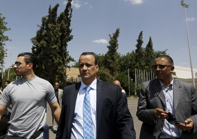 The United Nations envoy to Yemen Ismail Ould Cheikh Ahmed (C) walks at Sanaa International Aiport upon his departure