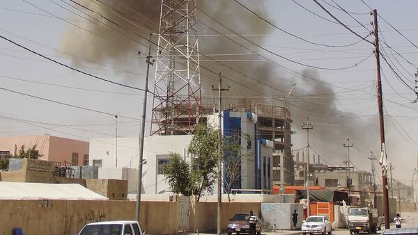 Smoke rises after a bomb attack in the city of Ramadi, May 15, 2015 - Sputnik International