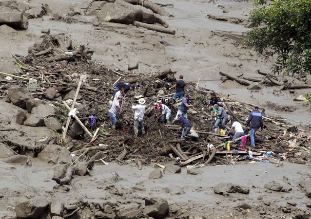 Residents remove mud and debris as they search for bodies after a landslide in the municipality of Salgar, in Antioquia department May 18, 2015