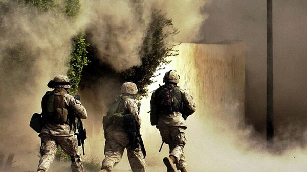 US Marines from the 2nd Battalion, 5th Marine Regiment, run to a building after detonating explosives to open a gate during a mission in Ramadi in Anbar province, Iraq - Sputnik International