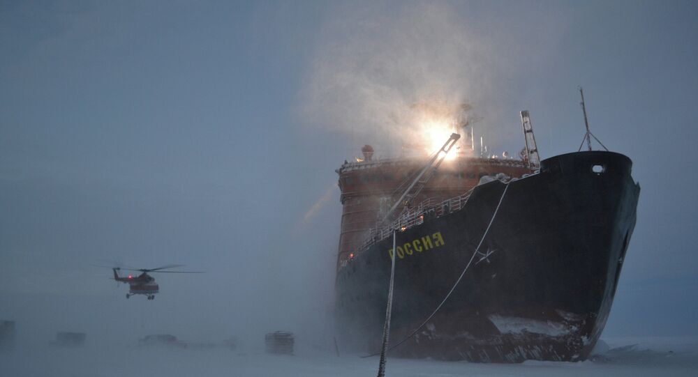 Russian polar explorers start setting up SP-40 drifting station