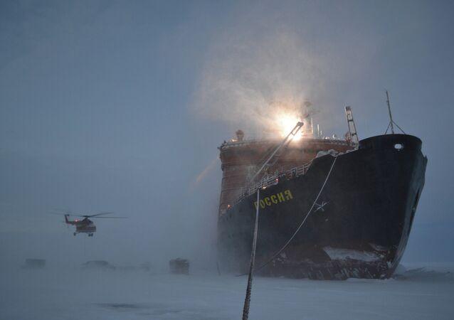 Russian polar explorers start setting up SP-40 drifting station