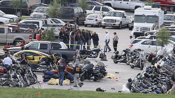 Authorities investigate a shooting in the parking lot of the Twin Peaks restaurant Sunday, May 17, 2015, in Waco, Texas - Sputnik International