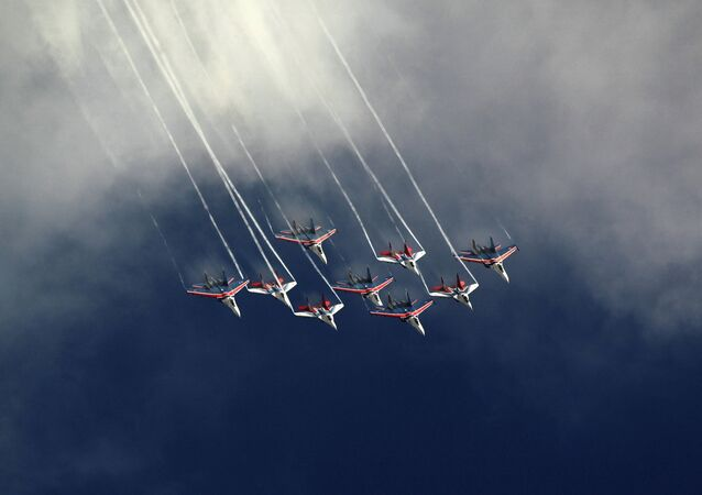Joint flight of the Russian Knights and Swifts aerobatics teams at the air forces' general rehearsal for the Common Sky event at Zhukovsky Airfield