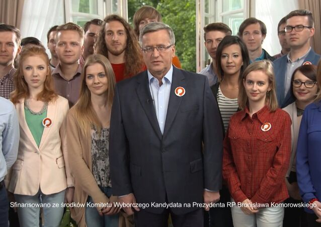 In the spot, featuring the president surrounded by young supporters, Komorowski stated that he was minister of defense when Poland entered NATO. We entered NATO when I was Defense Minister, the president, whose speech focused on the creation of a 'strong, independent and tolerant Poland', noted.