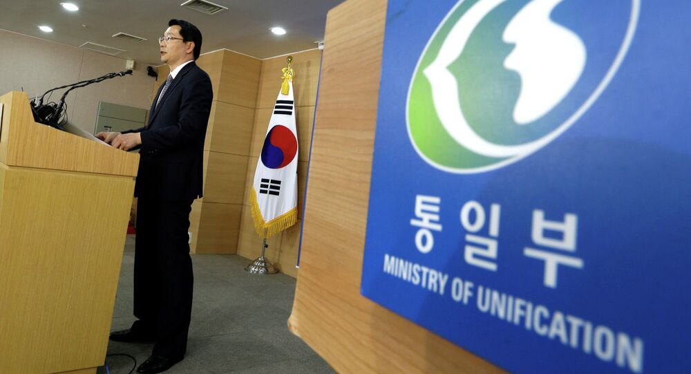 South Korean Unification Ministry spokesperson Kim Hyung-seok reads a statement at a briefing room of Unification Ministry in Seoul, South Korea, Thursday, June 6, 2013