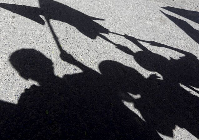 Shadows of children are reflected on the ground