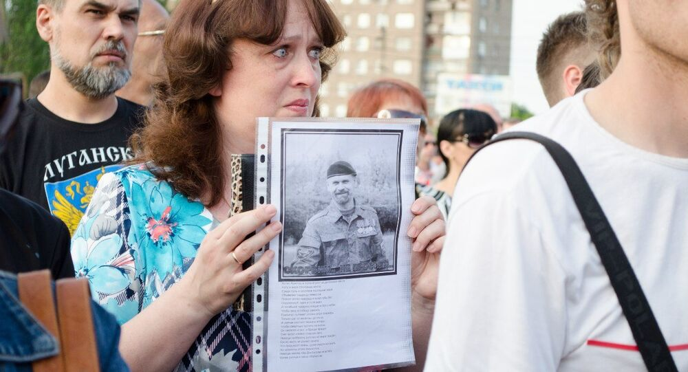 A mourning rally for Alexei Mozgovoi in Alchevsk