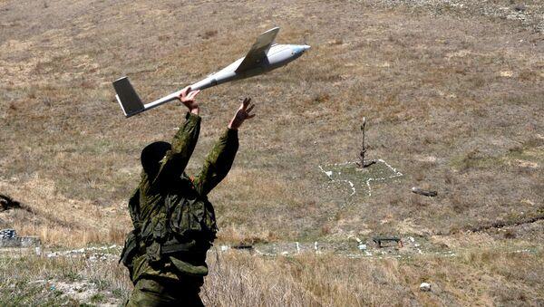 Army serviceman launches a drone - Sputnik International