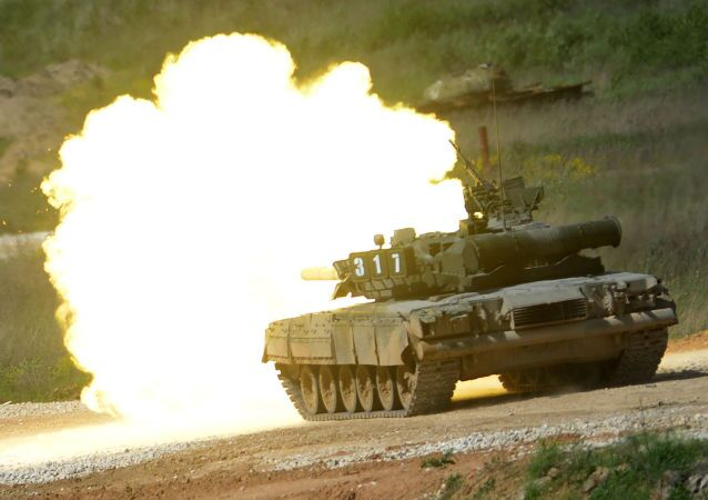 """Tank T-80 during equipment demonstration at the International Military-Technical Forum """"ARMY-2015"""" in Moscow region"""