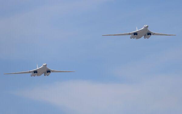 The Russian Air Force will receive no less than 50 new Tu-160 (Blackjack) heavy strategic bombers - Sputnik International