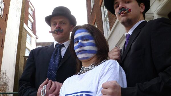 Campaigners dressed as bankers hold Greece in chains outside the European Commission in London. - Sputnik International