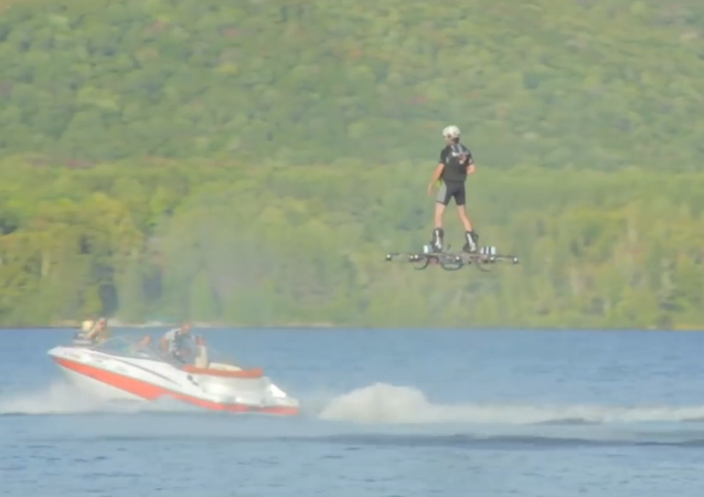 Canadian Inventor Sets Guinness Record of Farthest Flight on Hoverboard