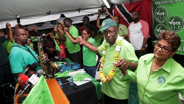 Former FIFA Vice President Jack Warner (2nd R) holds hands with supporters during a political rally organised by his Independent Liberal Party in Chaguanas, in Trinidad and Tobago, May 28, 2015 - Sputnik International