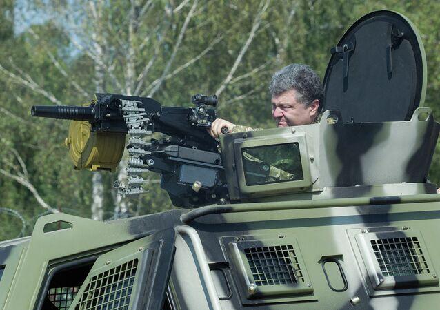 Petro Poroshenko visits First operational brigade of National Guard near Kiev