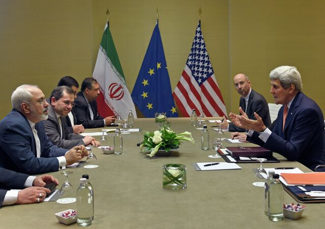 US Secretary of State John Kerry (R) talks with Iranian Foreign Minister Mohammad Javad Zarif