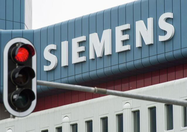 A red traffic light is seen in front of an office building of Siemens AG in Munich Perlach in this May 30, 2014