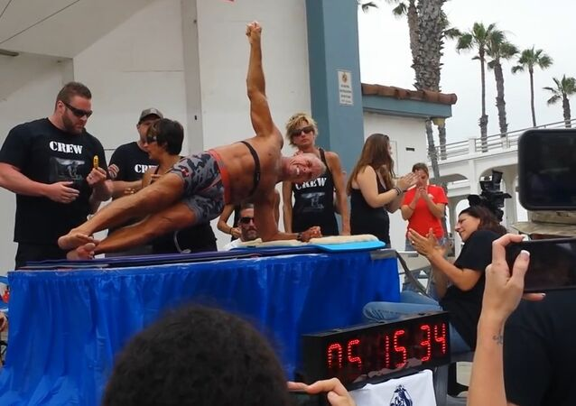 George Hood world record abdominal planking
