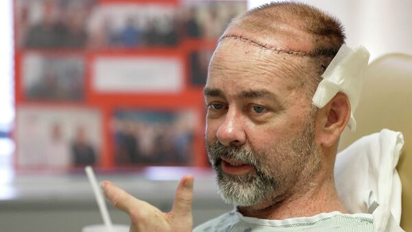A Texas man has had the first successful skull-scalp transplant from a human donor at the same time as he received a double organ transplant, saving his life amid a perfect storm of ailments. - Sputnik International