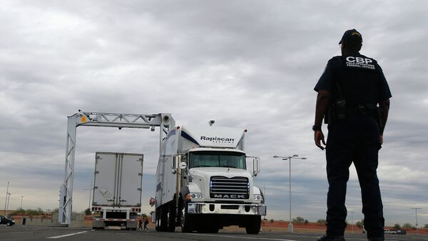 The large mobile X-ray machines that are used to detect contraband and explosives are usually deployed at the U.S.-Mexico border - Sputnik International