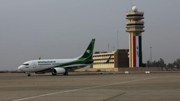 An Iraqi Airways plane arrives at Baghdad airport, Iraq, Tuesday, Jan. 27, 2015 - Sputnik International