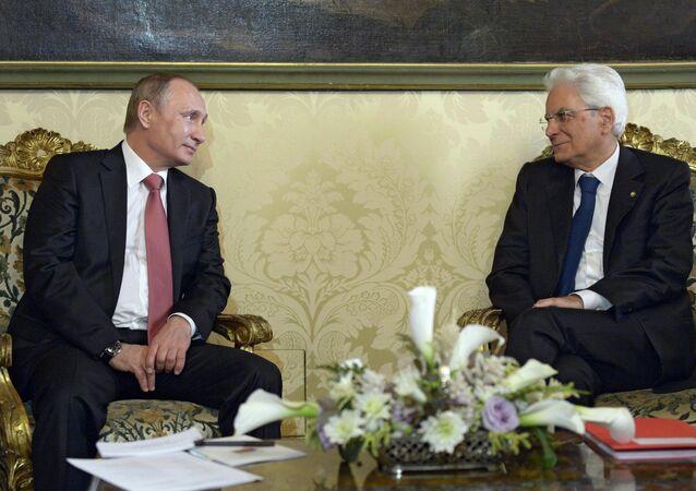 Russian President Vladimir Putin, left, and Italian President Sergio Mattarella at their meeting in Rome, June 10, 2015