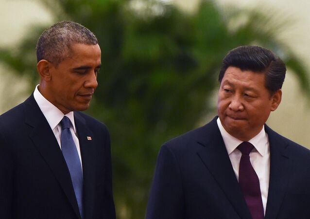 US President Barack Obama (L) walks with Chinese President Xi Jinping