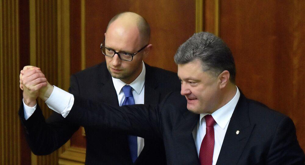 Ukrainian President Petro Poroshenko (R) and the Prime Minister Arseniy Yatsenyuk shake hands in the parliament in Kiev