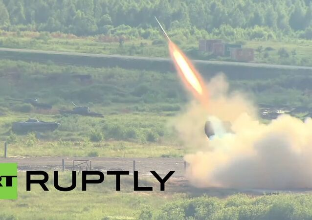 Military shows off booming firepower at Army-2015 expo