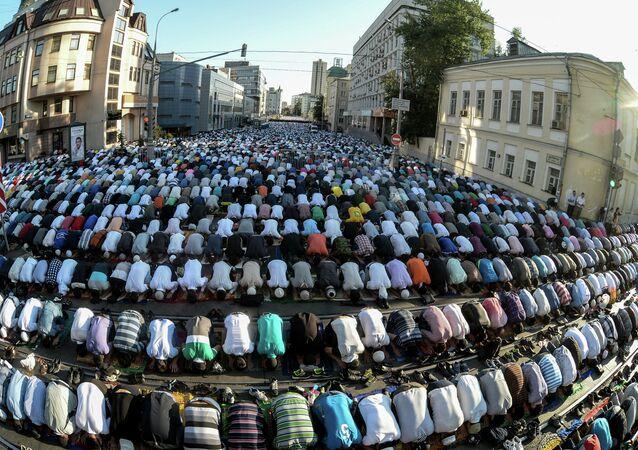 Moscow Muslims celebrate Uraza Bayram