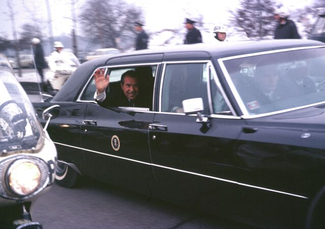 Nixon waves in Berlin.