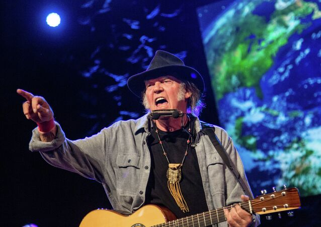 Neil Young to Trump: Don't You Dare Play My Music, I'm Backing Bernie!