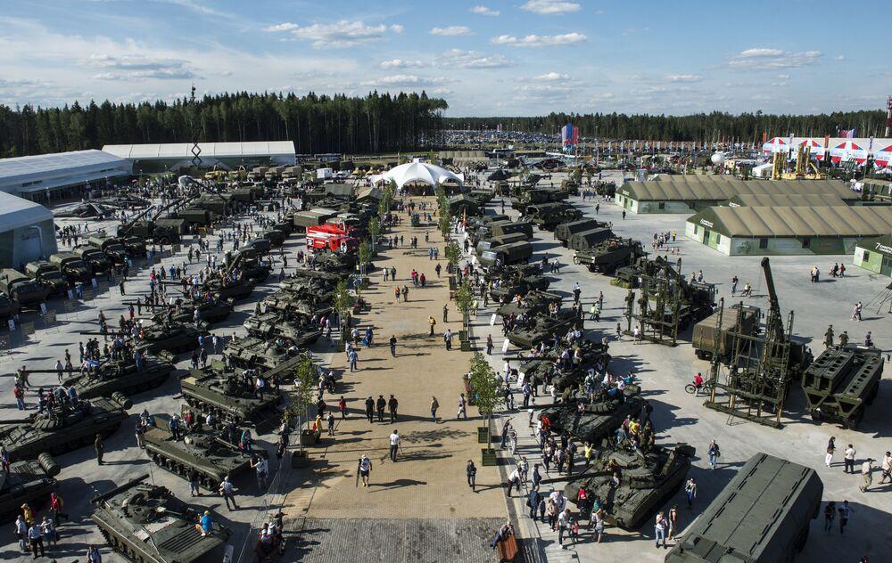 Best Russian Hardware on Display: ARMY-2015 International Forum