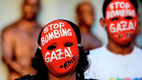 Masked protesters hold a rally against the bombings in Gaza - Sputnik International