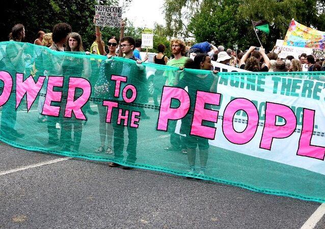 Anti-fracking campaigners at Cuadrilla