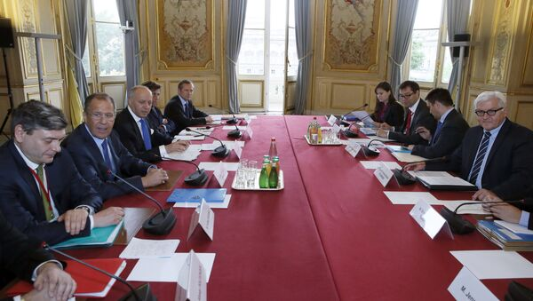 French foreign affairs minister Laurent Fabius (3L) attends a meeting with Russian Foreign Minister Sergei Lavrov (2L), German Foreign Minister Frank-Walter Steinmeier (R) and Ukrainian Minister of Foreign Affairs Pavlo Klimkin (2R) during a meeting on Ukraine, on June 23, 2015 in Paris - Sputnik International