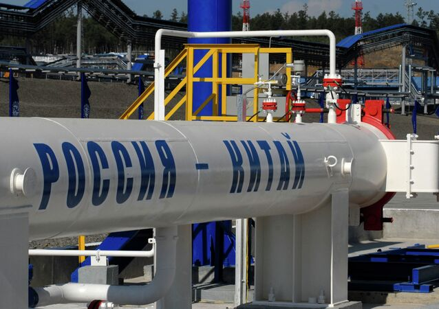 Oil pipe section from Russia to Chinese border launched