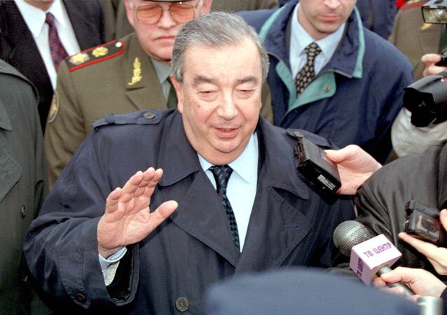 Russian Prime Minister Yevgeny Primakov, center, speaks to the press after his arrival at Belgrade airport, Tuesday, March 30, 1999