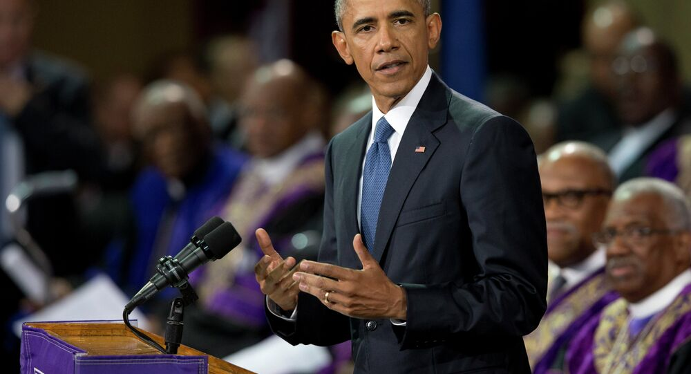 Barack Obama will not back the Republicans' effort to defund abortion provider Planned Parenthood, White House spokesperson Josh Earnest said.