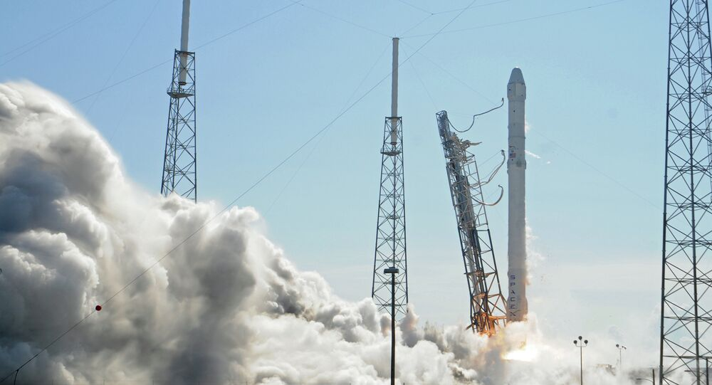 Space X's Falcon 9 rocket lifts off from space launch complex 40 on April 14, 2015 at Cape Canaveral, Florida with a Dragon CRS6 spacecraft