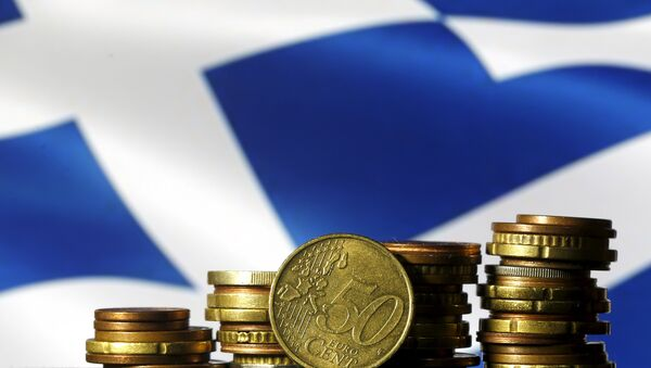 Euro coins are seen in front of a displayed Greece flag - Sputnik International