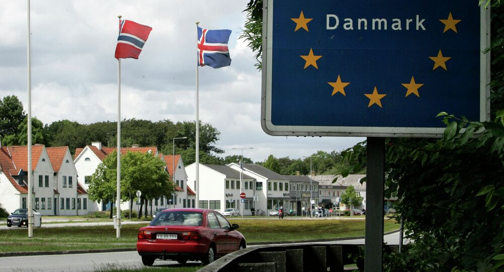 A car crosses the German-Danish border at Krusaa, Denmark (Foto vom 24.06.11)